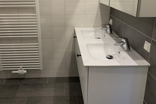 badkamer_toilet_meubel_zeven_persoons